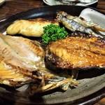 沼津魚市 ひなの家 - 干物の盛り合わせ