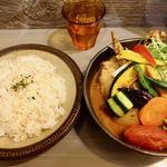 Rojiura Curry SAMURAI. - チキンと1日分の野菜20品目 1480円 + 辛さ5 50円 + ライスL 100円
