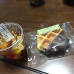 シャトレーゼ - 料理写真:みたらし団子 120円 ワッフル 86円