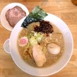 ふる川 - 背油醤油らーめん(並盛)+味付玉子