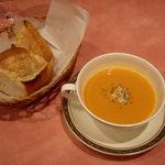 667846 - キャトルセゾン @中葛西 ランチ 今日のスープとパン