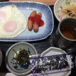 駅膳 - 目玉焼き定食