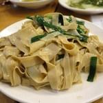 羊香味坊 - にんにく新芽と押し豆腐炒め