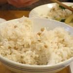 羊香味坊 - 雑穀の入ったご飯