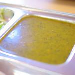 カフェと印度家庭料理 レカ - ピーナッツが入ったほうれん草のカレー