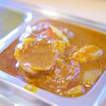 カフェと印度家庭料理 レカ - ピーマン、玉ねぎ入りのドライなチキンカレー