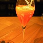 スイーツカフェ&バー フィナンシェ - 4月のデザートコース(カンパリとブラッドオレンジのシャンパンカクテル ライムの香り)