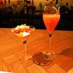 スイーツカフェ&バー フィナンシェ - 4月のデザートコース(トマト畑の小さなお客様、カンパリとブラッドオレンジのシャンパンカクテル ライムの香り)