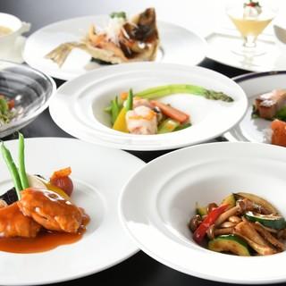 地元の素材や季節の食材をオリジナルの調理法・味付けで