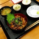 元気屋 - 煮穴子丼880円