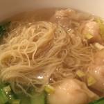 華記茶餐廰 - 麺が細い!