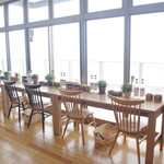 Cafe Niil Mare - 窓際のテーブル(目の前は一面の海!)