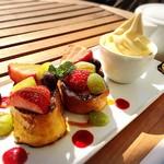 ママン オヴァール - 料理写真:フルーツフレンチトースト