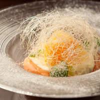 トラットリア・ピアノ - パンナコッタとブラッドオレンジのエスプーマ 季節のフルーツ添え
