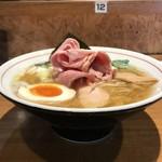 寿製麺 よしかわ - 【2017.5.4】煮干しそば白醤油のサイドビュー。