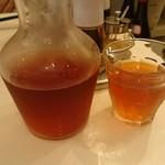 66870078 - プーアルとジャスミンのブレンド茶。