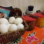 ぺぺらーめん - らーめん定食は卵や漬物も食べ放題です