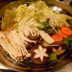 海鮮個室居酒屋 宇和之島 - 桜鯛のしゃぶしゃぶ鍋の具材を煮ているところ