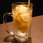 海鮮個室居酒屋 宇和之島 - 氷結果実入りレモンサワー