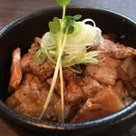 らぁ麺 紫陽花 - 炙り肉飯は見たまんま・・・おっさんには実にキケンです(笑)