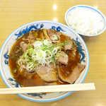 大喜 - チャーシューラーメン(小¥800)、ライス(¥200)。これが本物、富山のラーメン!