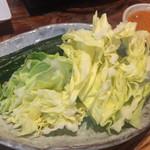 モッツバー隆 - 生野菜の味噌タレ