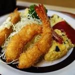 レストラン しらはま - 日替りランチ・エビ,魚のフライとベーコン・ほうれん草のオムレツ