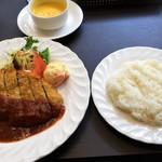 御影公会堂食堂 - 料理写真:黒毛和牛のビフカツセット 1,800円
