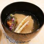 Tout la Joie - 料理写真:フカひれ蝦夷アワビに名古屋コーチンのコンソメのお椀