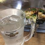 山ちゃん - 芋水。お好み焼きはヘラで口に運びます。