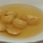 """ペレグリーノ - 軍鶏を煮出したブロードにパルマ伝統のラヴィオリ、""""カペレッティ"""""""