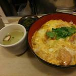 伊勢 - 伊勢の親子丼(鶏スープ付) 730円(税込)