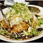 中華菜館 水蓮月 - 柔らかヒナ鶏の特製ネギ醤油/1羽 2460円 骨までサックサク♪黒いタレは意外とまろやかです。