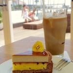 Ron Herman Cafe - バナナプリンケーキとアイスソイラテ