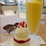 Ron Herman Cafe - トロピカルフルーツスムージーとレアチーズケーキ