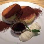 パンケーキ&スイーツ ブラザーズカフェ - ティラミススフレパンケーキ