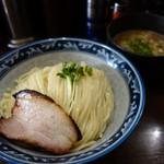 さとう - 「つけ麺」には、炙りチャーシューとカイワレ