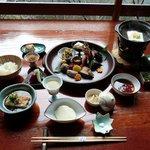 松籟庵 - 料理写真:料理長が心を込めてつくるまろやかな豆腐懐石