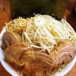 豚星。 - 小ラーメン豚入り+のり+ショウガ ¥850+100+50  個人的には美味しく食べれるギリギリの量。多いというより飽きてきます。