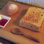CAFE Uchi - トーストセット(雑穀トースト&ミニ米粉パン)