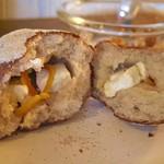 CAFE Uchi - ライ麦オレンジピールとクリームチーズのパン