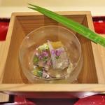 銀座 しのはら - 料理写真:玉子豆腐にワサビの葉を置いて、シャコとウニ、カニ。加減酢の煮凝りで。
