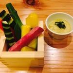 六本木 きわみ鶏 - 季節の生野菜をバーニャカウダーで!