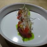 トアヒス - 料理写真:◆初鰹のカルパッチョ・・盛り付けが美しいこと。 今年の初鰹は高値で取引されていると他で耳にしましたが、タップリ盛られています。