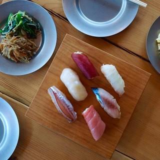 和食バルならではのお料理をご堪能下さい。