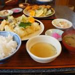 與五郎 - 料理写真:何度かいただいた「穴子天ぷら定食」ですが、今日のサイズはびっくりです!(2017.5.16)