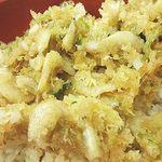 蕎麦見世のあみ - 三つ葉と白エビかき揚げ