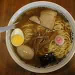 お茶の水 大勝軒  - 中華そば(770円、真上から)