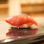 日本橋蛎殻町 すぎた - マグロの背びれ