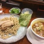 つけ麺 紫匠乃 - 味玉カレーつけ麺+チャーシュー、パクチー